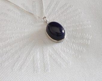 Halskettte with dark blue chalcedony pendant