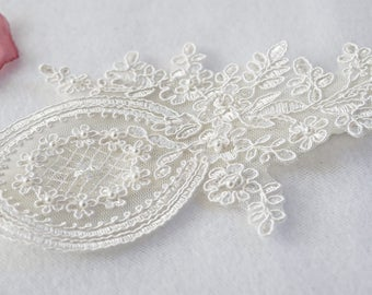 Off White Lace Keepsake Garter Only