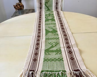 HAND EMBROIDERED MEXiCAN TABLE RuNNER, Made in Oaxaca