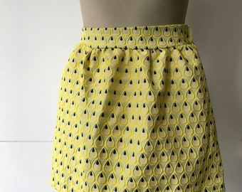 Small pleats 80's or 90's high waisted yellow skirt ,lined