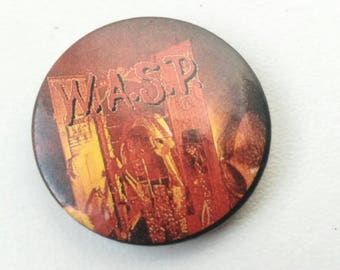 Wasp , Small button brooch, vintage 80s.