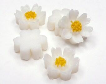 Vintage Daisy Flower Cabochon, aceteloid, 1960s, Japan - 7 mm - 24 pcs - C66-1