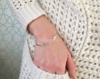 Leaf Bracelet - Leaves Bangle - Vine Leaves - Fig Leaf - Feather Bracelet - Dainty Bracelet - Silver Bracelet - Gift for her - Gift Ideas