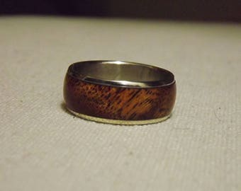 Wooden ring / Kiawe wood/ US size 9/ Stainless steel core/ Wood on the outside/ Metal on the inside