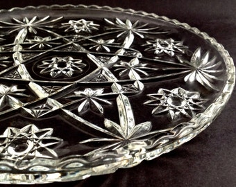 Vintage Glass Cake Plate - Mid Century Modern - 1960s Cake Plate - Beautiful Wedding Cake Plate - Cupcake Plate