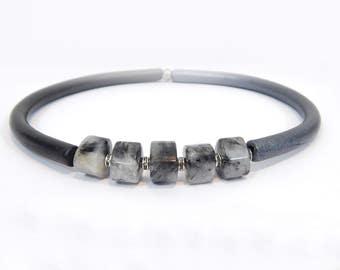 Grey quartz necklace, grey stone choker, grey-black agate necklace, Leather necklace with Quartz beads, Chalcedony quartz