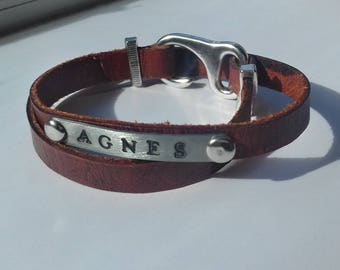 Leather bracelet with metal bar.