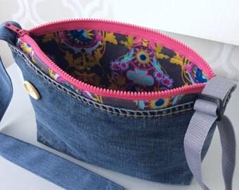 Shoulder bag adjustable, bag recovered jeans, decorative wood button, adjustable strap