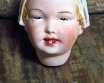 "Antikrepro ""girl"" by ""Theodor Recknagel"", ca. 6 cm"