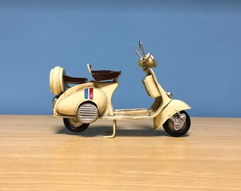 Vintage white scooter vespa miniature,Handmade decorative collectible miniature,Dollhouse miniature,Toy scooter vespa,Doll Vespa