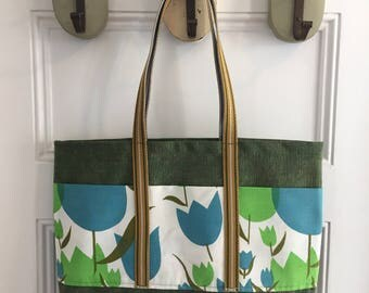 Vintage Fabric Market Tote 14 x 18 x 4 -- Green with Tulips, 3 Pockets
