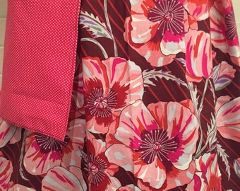 Half Apron Pink and Burgundy Hibiscus Half Apron / Large Hibiscus Flowers / Pink and Cranberry Hibiscus Half Apron with Pocket