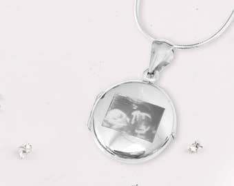 Silver round pet ashes/hair locket ideal for engraving