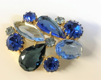 A Lovely Vintage Sparkly Brooch with Dark Blue, Mid Blue and Light Blue Stones Set in a Gold Tone Mount
