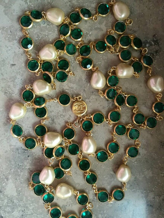 Vintage green glass bezel beads collier / necklace, gold plated metal hardware, with designer connector