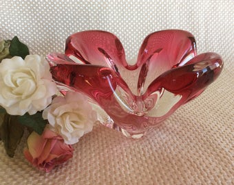 Vintage Chalet Lorraine Art glass cranberry glass pink Centerpiece Venitian Art glass technique made in Canada in 1960