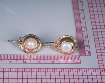 14K Yellow Gold Pair of Kidney Wire Pearl Earrings