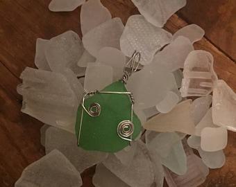 sea glass pendant - kelly green swirl