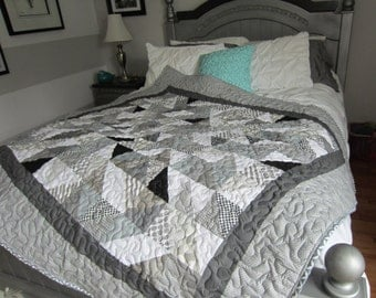 Gray Quilt, Gray and White Quilt, Sofa quilt, Sofa Throw, Neutral Quilt, Modern Quilt, Contemporary Quilt, Lap Quilt, Quilted Throw, quilted