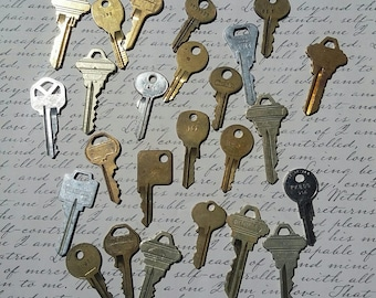 Lot of 25 Vintage Keys,Mixed Media,Jewelry Making,Steampunk Jewelry,Metal Stamping,Key Necklace