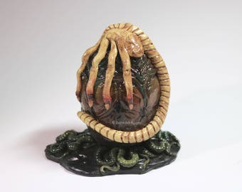 Xenomorph Facehugger Egg Figurine Model - MADE TO ORDER