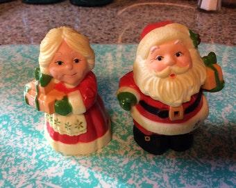 Hallmark salt & pepper shaker / Santa / Mrs Claus