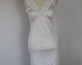 Vintage white slip // nightie // under dress / size 10 - 12 // VGC 1980's !!