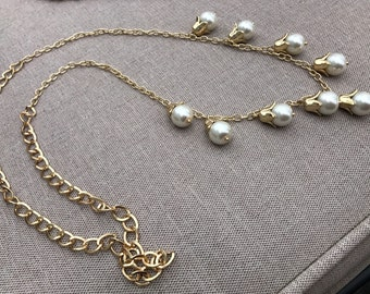 Pearl with detailed Gold Necklace