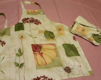 Apron and oven mitts set