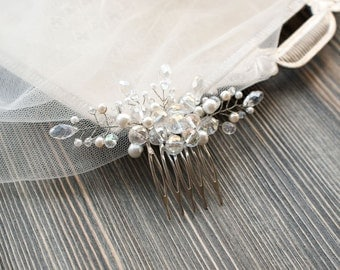 Bridal hair comb. Wedding hair comb. Bridal Headpiece. Pearl bridal hair comb. Bridal Hair Accessory. Delicate hair comb. Decorative Combs