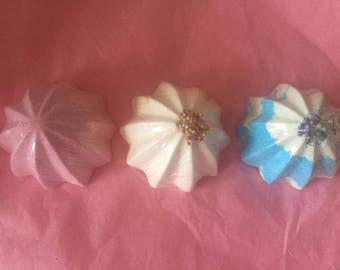 Gift set of three Twister Bath Bombs! Choose your colours/scents x2
