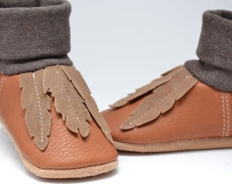 Organic leather baby shoes of moccasins