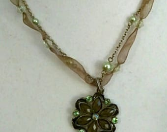 Green Beaded Medallion necklace, Flower Pendant Necklace, Silver Chain Necklace, Chunky Necklace,  Accessories, Boutique, Fashion Jewelry