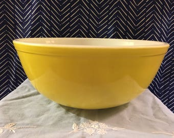 Vintage Large Yellow Pyrex Mixing Bowl