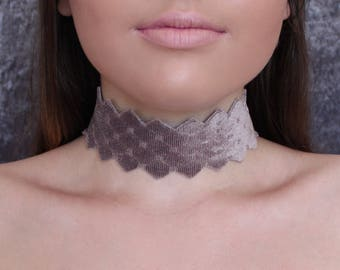 Queen Choker in Rose Taupe
