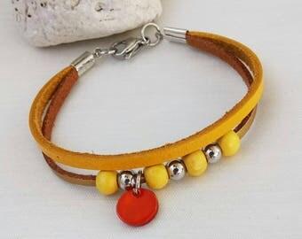 Leather bracelet Beaded bracelet Yellow leather bracelet Summer bracelet Leather and wooden beads bracelet
