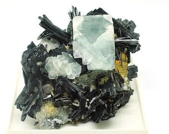 Fluorite on ferberite - 70 x 60 x 45 - 310gm