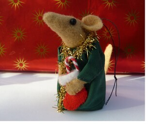 Helpful Elf Mouse with gift, Felt, Handmade, Christmas Decoration