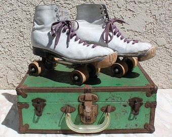 Vintage Ladies White Leather Shoe Skates with Green Metal Case