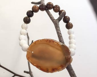 Agate, Shell, and Sandalwood Bracelet