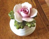AINSLEY ROSE BASKET in fine bone china. A delicate floral ornament for a classy touch in your room. Also suitable for black thumbs!