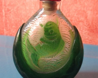 Asian snuff glass good condition.   Asian .design France.Cadeaux. Small miniature has fragrance