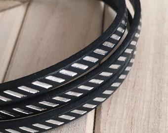 Man designs Zebra black/silver bracelet.