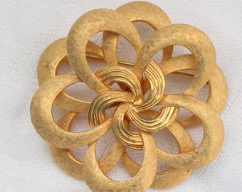 Corocraft Gold Tone Etched Swirl Ribbon Brooch