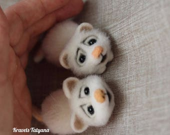 Needle felted White mouse, felted mouse brooch, felt mouse, felting toy, felt ornaments, needle felted brooch, mousekin, mascot, toy animals