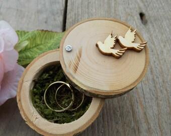 "Tree trunk ring box ""pigeons""; Ring box; Wedding"