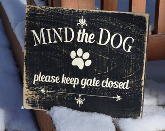 Mind the Dog Vintage Wooden Sign Rustic Dog Sign Beware of Dog Sign Barnboard Sign Country Chic Farmhouse Decor
