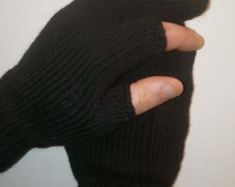 Knitted needles Mens gloves. For winter fishing
