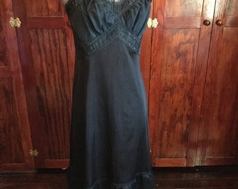 SALE! Beautiful vintage sheer black nylon and lace slip (A146)