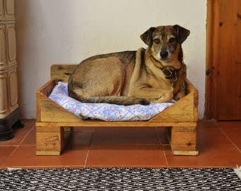 Wooden Rustic Dog Bed, Made of Reclaimed Pallet Wood, Natural and Handmade